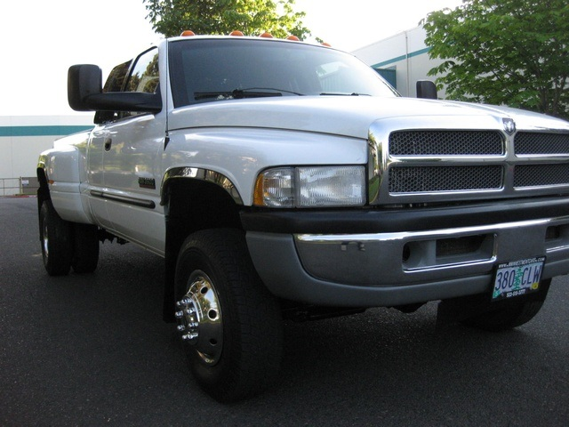 2001 Dodge Ram 3500 4x4 SLT 1-TON Dually - Photo 9 - Portland, OR 97217