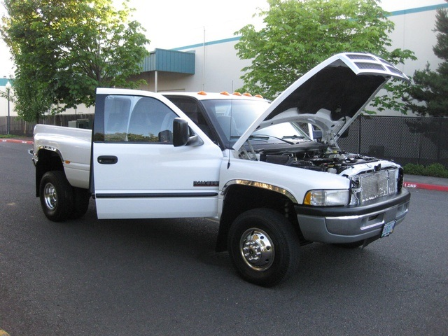 2001 Dodge Ram 3500 4x4 SLT 1-TON Dually - Photo 33 - Portland, OR 97217