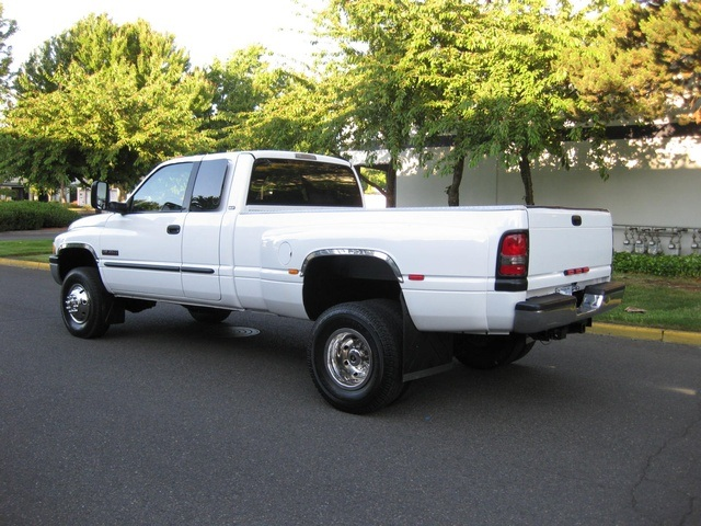 2001 Dodge Ram 3500 4x4 SLT 1-TON Dually - Photo 4 - Portland, OR 97217