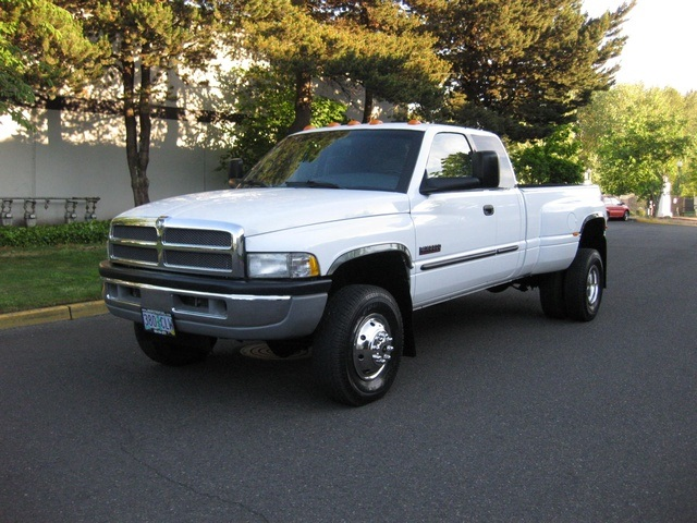 2001 Dodge Ram 3500 4x4 SLT 1-TON Dually - Photo 1 - Portland, OR 97217