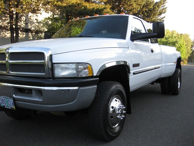 2001 Dodge Ram 3500 4x4 SLT 1-TON Dually - Photo 10 - Portland, OR 97217