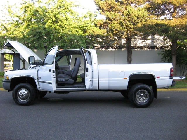 2001 Dodge Ram 3500 4x4 SLT 1-TON Dually - Photo 28 - Portland, OR 97217