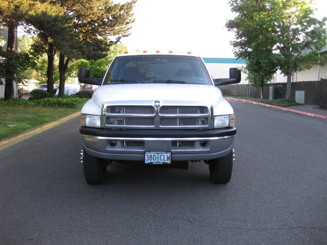 2001 Dodge Ram 3500 4x4 SLT 1-TON Dually - Photo 2 - Portland, OR 97217