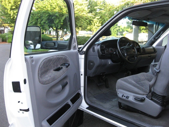 2001 Dodge Ram 3500 4x4 SLT 1-TON Dually - Photo 35 - Portland, OR 97217