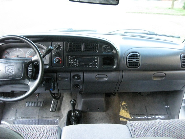 2001 Dodge Ram 3500 4x4 SLT 1-TON Dually - Photo 47 - Portland, OR 97217