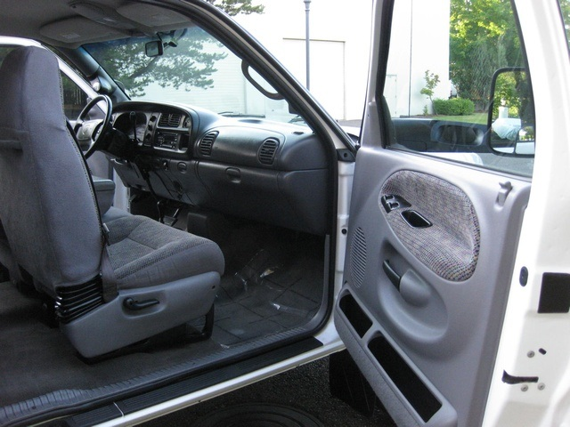 2001 Dodge Ram 3500 4x4 SLT 1-TON Dually - Photo 40 - Portland, OR 97217
