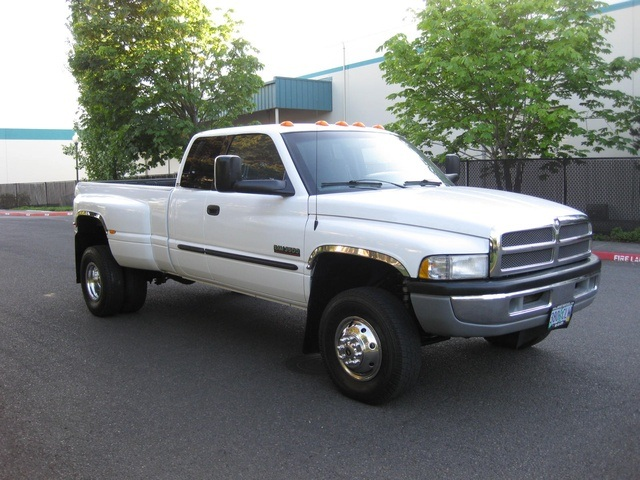 2001 Dodge Ram 3500 4x4 SLT 1-TON Dually - Photo 8 - Portland, OR 97217