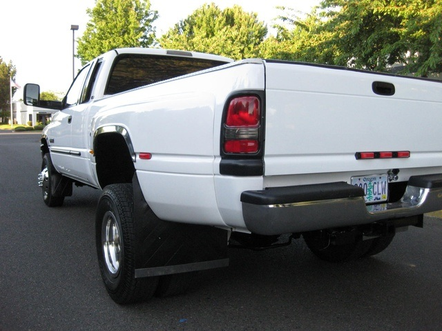2001 Dodge Ram 3500 4x4 SLT 1-TON Dually - Photo 11 - Portland, OR 97217