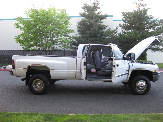 2001 Dodge Ram 3500 4x4 SLT 1-TON Dually - Photo 32 - Portland, OR 97217