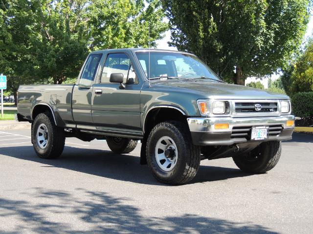 1993 Toyota Pickup Deluxe V6 2dr Deluxe V6 / 4X4 / 5-SPEED / 1-OWNER - Photo 2 - Portland, OR 97217
