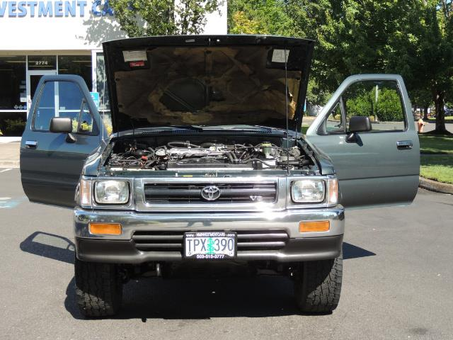 1993 Toyota Pickup Deluxe V6 2dr Deluxe V6 / 4X4 / 5-SPEED / 1-OWNER - Photo 29 - Portland, OR 97217