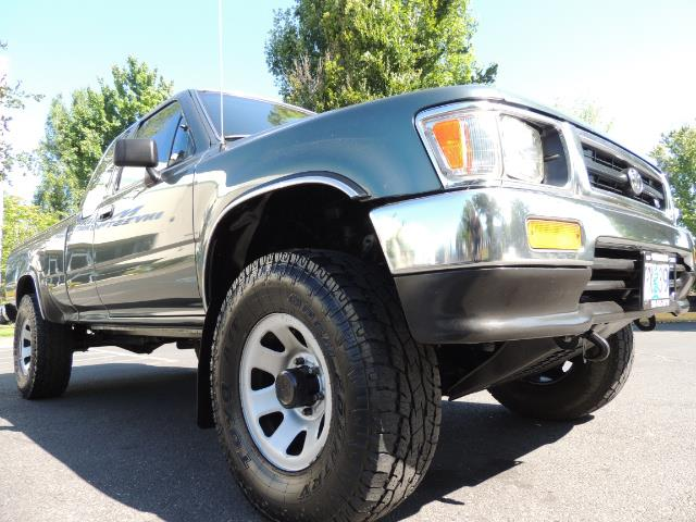 1993 Toyota Pickup Deluxe V6 2dr Deluxe V6 / 4X4 / 5-SPEED / 1-OWNER - Photo 10 - Portland, OR 97217