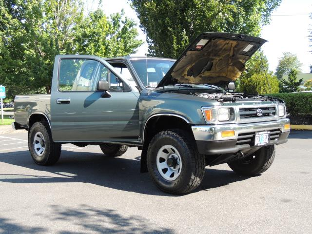 1993 Toyota Pickup Deluxe V6 2dr Deluxe V6 / 4X4 / 5-SPEED / 1-OWNER - Photo 28 - Portland, OR 97217