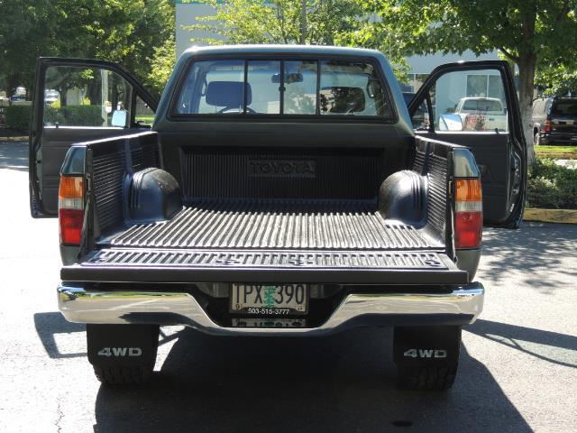 1993 Toyota Pickup Deluxe V6 2dr Deluxe V6 / 4X4 / 5-SPEED / 1-OWNER - Photo 20 - Portland, OR 97217