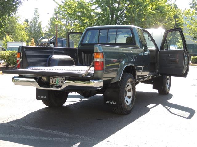 1993 Toyota Pickup Deluxe V6 2dr Deluxe V6 / 4X4 / 5-SPEED / 1-OWNER - Photo 27 - Portland, OR 97217