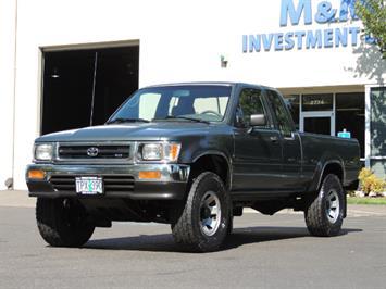 1993 Toyota Pickup Deluxe V6 2dr Deluxe V6 / 4X4 / 5-SPEED / 1-OWNER Truck