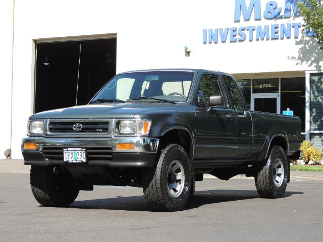 1993 Toyota Pickup Deluxe V6 2dr Deluxe V6 / 4X4 / 5-SPEED / 1-OWNER - Photo 1 - Portland, OR 97217