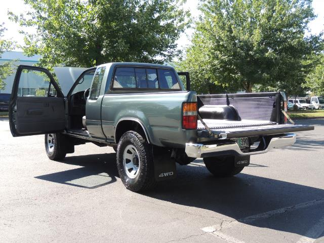 1993 Toyota Pickup Deluxe V6 2dr Deluxe V6 / 4X4 / 5-SPEED / 1-OWNER - Photo 26 - Portland, OR 97217