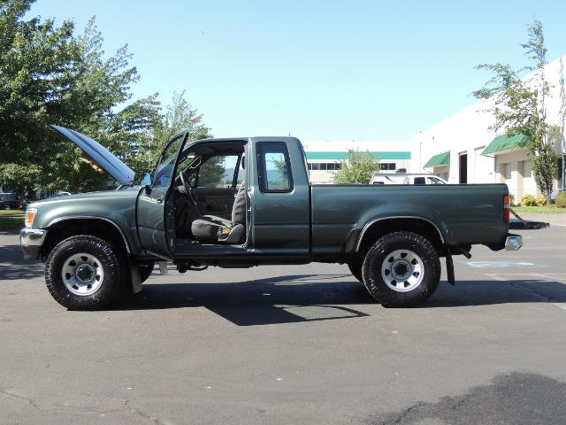 1993 Toyota Pickup Deluxe V6 2dr Deluxe V6 / 4X4 / 5-SPEED / 1-OWNER - Photo 23 - Portland, OR 97217