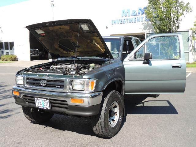 1993 Toyota Pickup Deluxe V6 2dr Deluxe V6 / 4X4 / 5-SPEED / 1-OWNER - Photo 25 - Portland, OR 97217