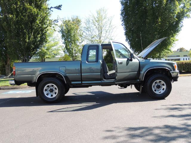 1993 Toyota Pickup Deluxe V6 2dr Deluxe V6 / 4X4 / 5-SPEED / 1-OWNER - Photo 24 - Portland, OR 97217