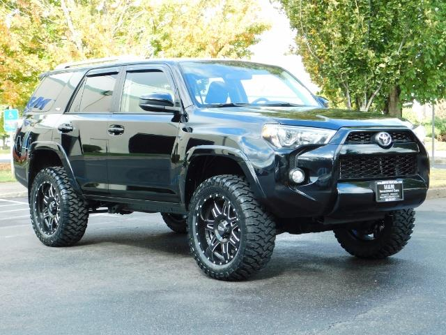 2016 Toyota 4Runner SR5 / 4WD / Navi / Backup Camera/ LIFTED LIFTED - Photo 2 - Portland, OR 97217