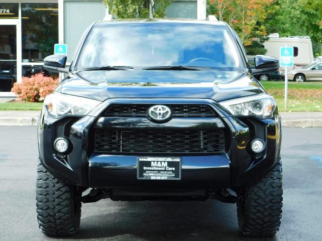 2016 Toyota 4Runner SR5 / 4WD / Navi / Backup Camera/ LIFTED LIFTED - Photo 5 - Portland, OR 97217