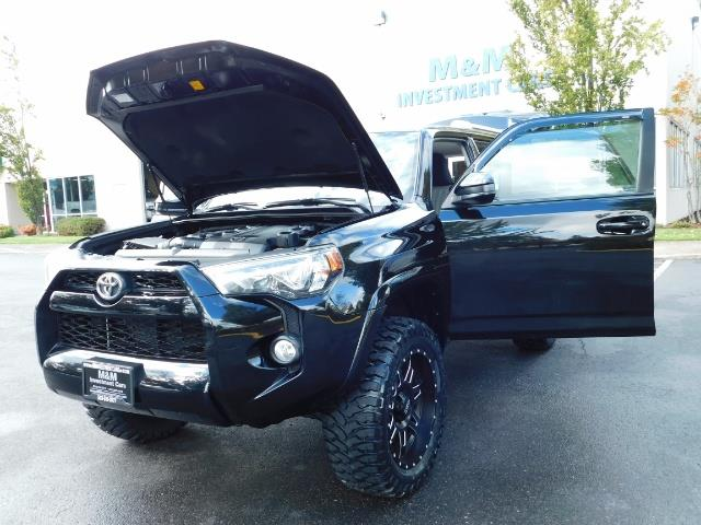 2016 Toyota 4Runner SR5 / 4WD / Navi / Backup Camera/ LIFTED LIFTED - Photo 25 - Portland, OR 97217