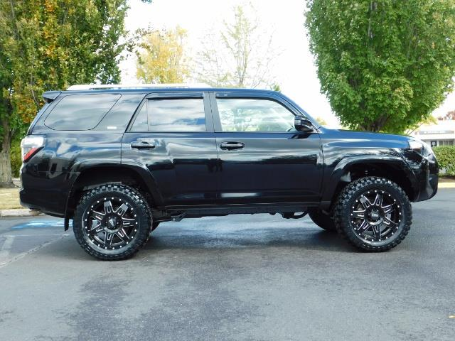 2016 Toyota 4Runner SR5 / 4WD / Navi / Backup Camera/ LIFTED LIFTED - Photo 4 - Portland, OR 97217