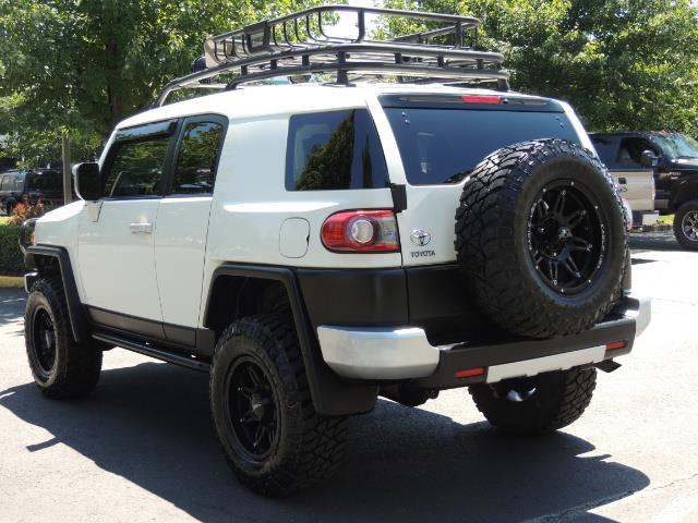 2013 Toyota FJ Cruiser 4X4 / DIFF LOCKS / LIFTED / 1-OWNER - Photo 7 - Portland, OR 97217