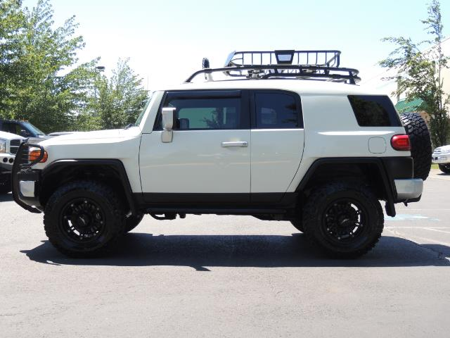 2013 Toyota FJ Cruiser 4X4 / DIFF LOCKS / LIFTED / 1-OWNER - Photo 3 - Portland, OR 97217