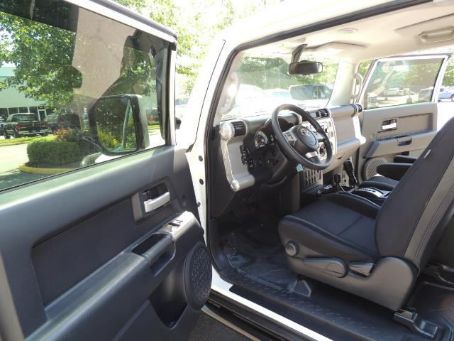 2013 Toyota FJ Cruiser 4X4 / DIFF LOCKS / LIFTED / 1-OWNER - Photo 16 - Portland, OR 97217