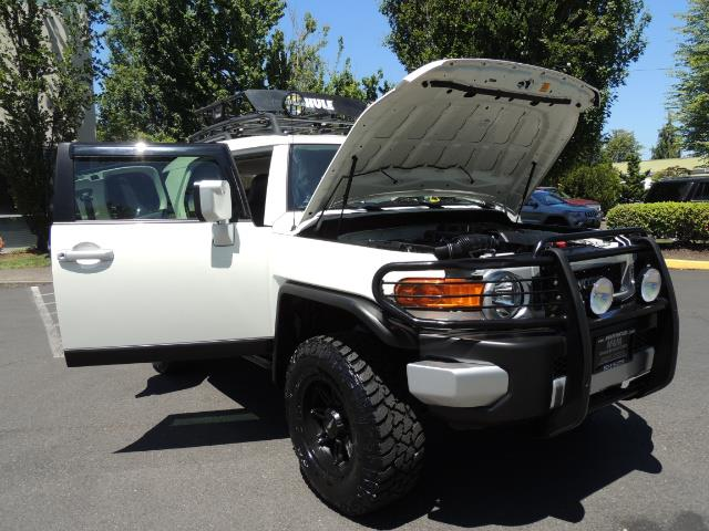 2013 Toyota FJ Cruiser 4X4 / DIFF LOCKS / LIFTED / 1-OWNER - Photo 29 - Portland, OR 97217