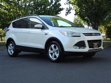 2014 Ford Escape SE / AWD / Panorama Sunroof/ Heated Seats / 1-OWNE SUV