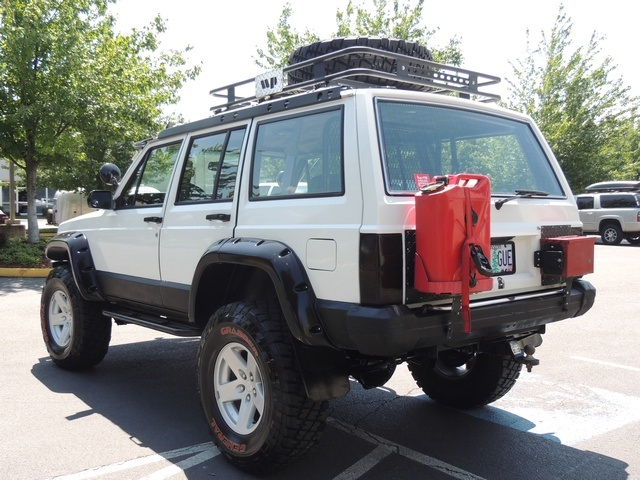 1989 Jeep Cherokee Pioneer 4x4 5 Speed Manual Lifted