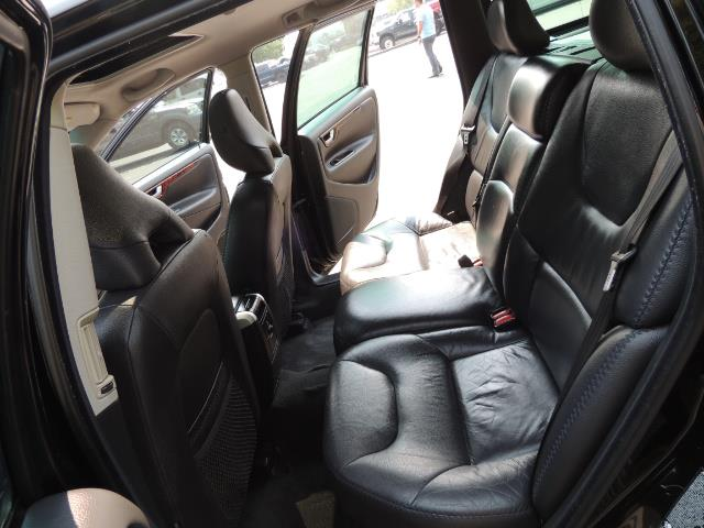 2006 Volvo XC70 2.5T / Cross Country / AWD / Leather /Heated seats - Photo 15 - Portland, OR 97217