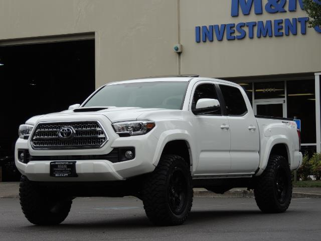 2016 Toyota Tacoma TRD Off-Road Sport / 4X4 / Blind Spot / Sunroof - Photo 49 - Portland, OR 97217