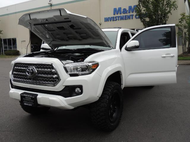 2016 Toyota Tacoma TRD Off-Road Sport / 4X4 / Blind Spot / Sunroof - Photo 25 - Portland, OR 97217