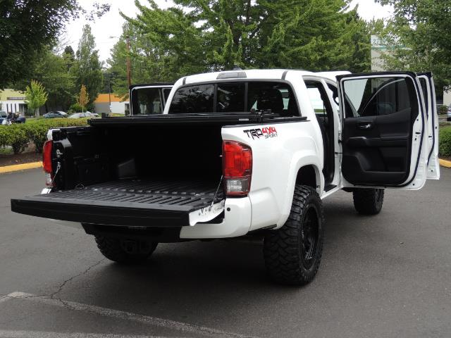 2016 Toyota Tacoma TRD Off-Road Sport / 4X4 / Blind Spot / Sunroof - Photo 30 - Portland, OR 97217