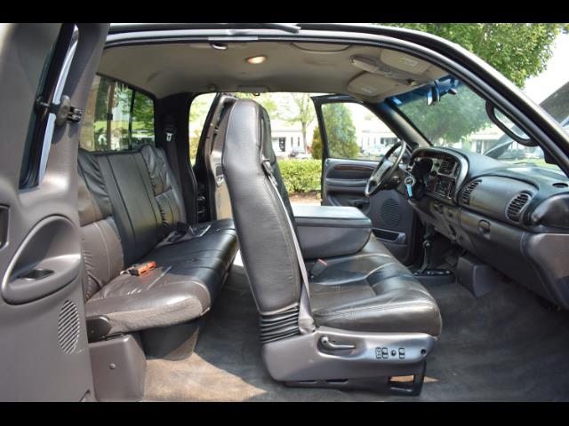 2001 Dodge Ram 2500 SLT Plus / 4X4 / 5.9L DIESEL / Leather / LIFTED - Photo 17 - Portland, OR 97217