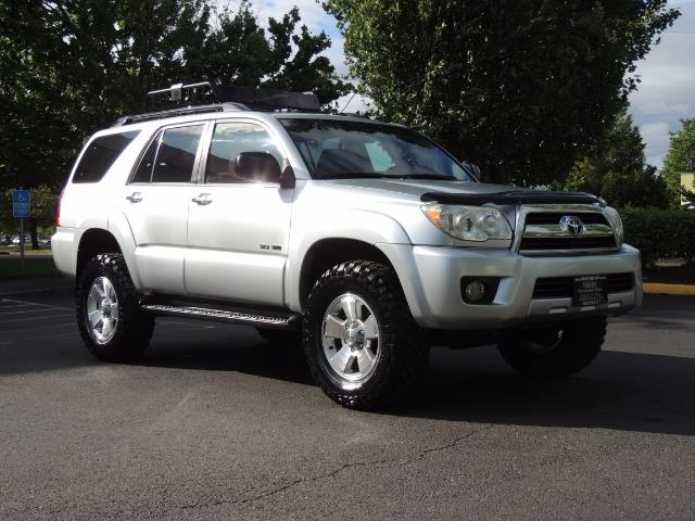 2007 Toyota 4Runner V6 4X4 / 3RD SEAT / DIFF LOCK / 1-OWNER / LIFTED - Photo 2 - Portland, OR 97217