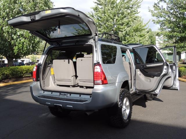 2007 Toyota 4Runner V6 4X4 / 3RD SEAT / DIFF LOCK / 1-OWNER / LIFTED - Photo 28 - Portland, OR 97217