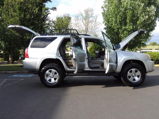 2007 Toyota 4Runner V6 4X4 / 3RD SEAT / DIFF LOCK / 1-OWNER / LIFTED - Photo 22 - Portland, OR 97217