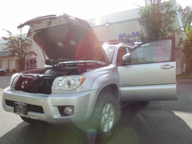 2007 Toyota 4Runner V6 4X4 / 3RD SEAT / DIFF LOCK / 1-OWNER / LIFTED - Photo 31 - Portland, OR 97217