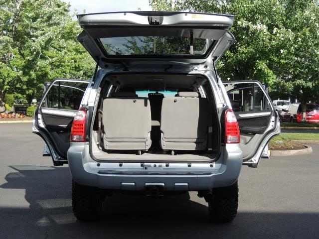 2007 Toyota 4Runner V6 4X4 / 3RD SEAT / DIFF LOCK / 1-OWNER / LIFTED - Photo 26 - Portland, OR 97217