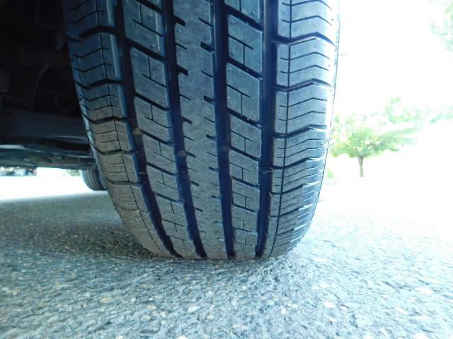 2007 Ford Focus ZX4 SE / 4Dr / Sunroof / New Tires - Photo 24 - Portland, OR 97217