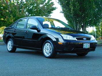 2007 Ford Focus ZX4 SE / 4Dr / Sunroof / New Tires Sedan