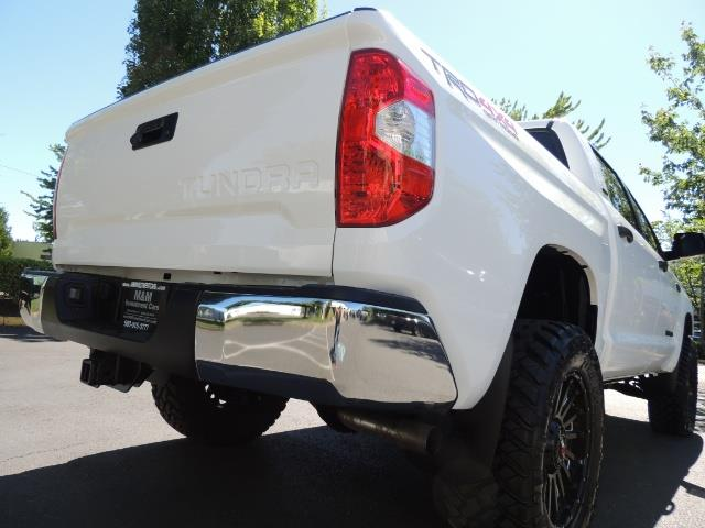2016 Toyota Tundra SR5 / TRD OFF RD / 4X4 / 1-OWNER/ LIFTED - Photo 12 - Portland, OR 97217