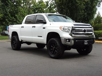 2016 Toyota Tundra SR5 / TRD OFF RD / 4X4 / 1-OWNER/ LIFTED Truck