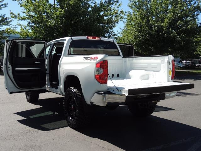 2016 Toyota Tundra SR5 / TRD OFF RD / 4X4 / 1-OWNER/ LIFTED - Photo 27 - Portland, OR 97217